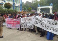 Mahasiswa Tuntut Hak, Rektor dan Pejabat Kampus Pilih ke Luar Kota