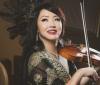 Maki Mae, Pemain Biola Cantik Tampil saat Konser Peringatan Hari Ibu Sedunia