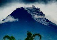 Gunung Merapi Semburkan Awan Panas Guguran 36 Kali