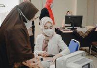 Dokter Rissa Jalani Vaksinasi Tahap Kedua