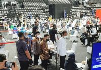 Hadiri Vaksinasi Covid-19 Massal, Presiden: Wartawan Sering Berinteraksi dengan Publik