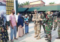 Bantu Warga Sekitar Daerah Latihan Tempur