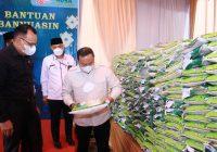 Bupati Bagikan 13 Ton Beras kepada Warga Muba di Palembang